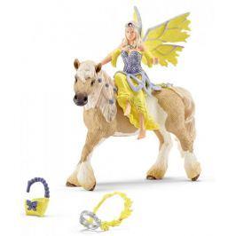 Schleich Víla Sera ve slavnostním oděvu na koni 70503